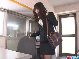 Office babe Chinatsu Kurusu gives an asian blowjob at work