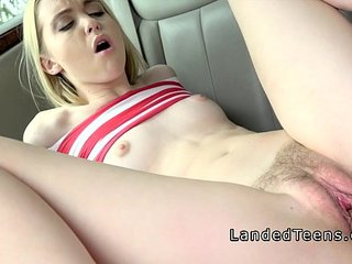 Teen gets big dick into hairy cunt in car